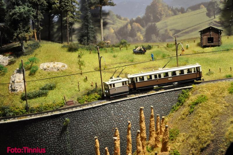 EM 10 Rittnerbahn 2 talfahrender Zug