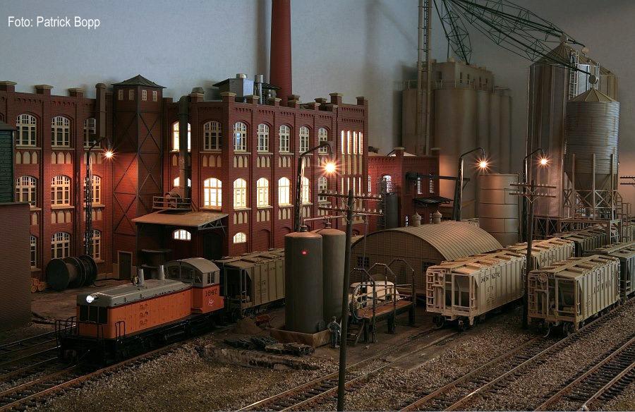 """Patrick Bopp und Ben Schneider (AMRL): Grain 'n' Beer H0 Fotografiert bei der """"Expo-Trains Luxembourg"""" 13.-14.11.2010, Walferdange/Luxembourg."""