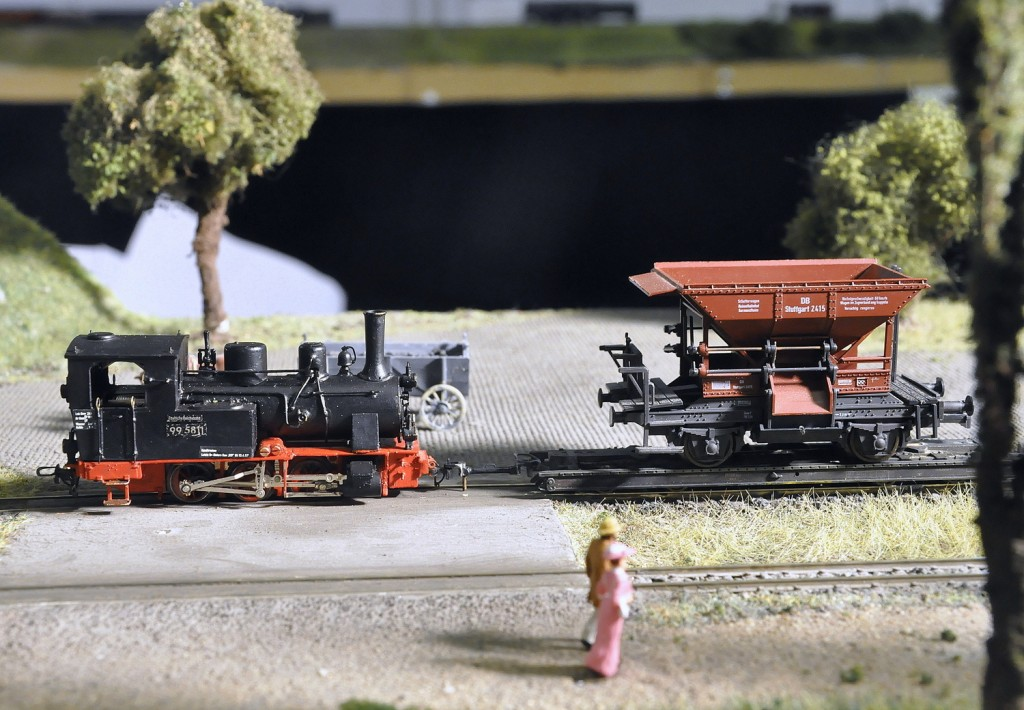 Bundesbahn-Kohlenwagen auf meterspurigem Rollwagen der Nassauischen Kleinbahn-001
